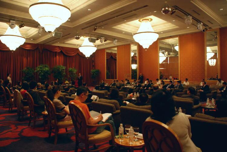 總召集人林富男率全體23位委員及顧問,假漢來飯店九樓會晤邵局長,並進行深度談話